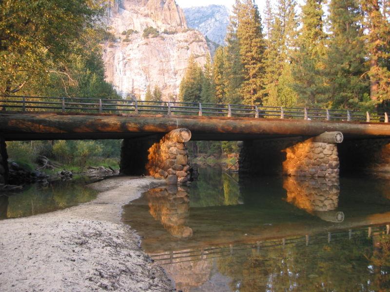 800px-autumn_bridge.jpg
